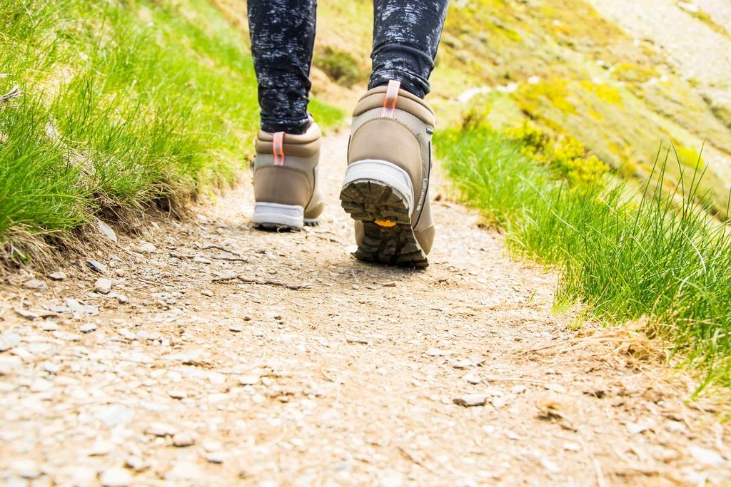 chaussures de randonnée sur sentier
