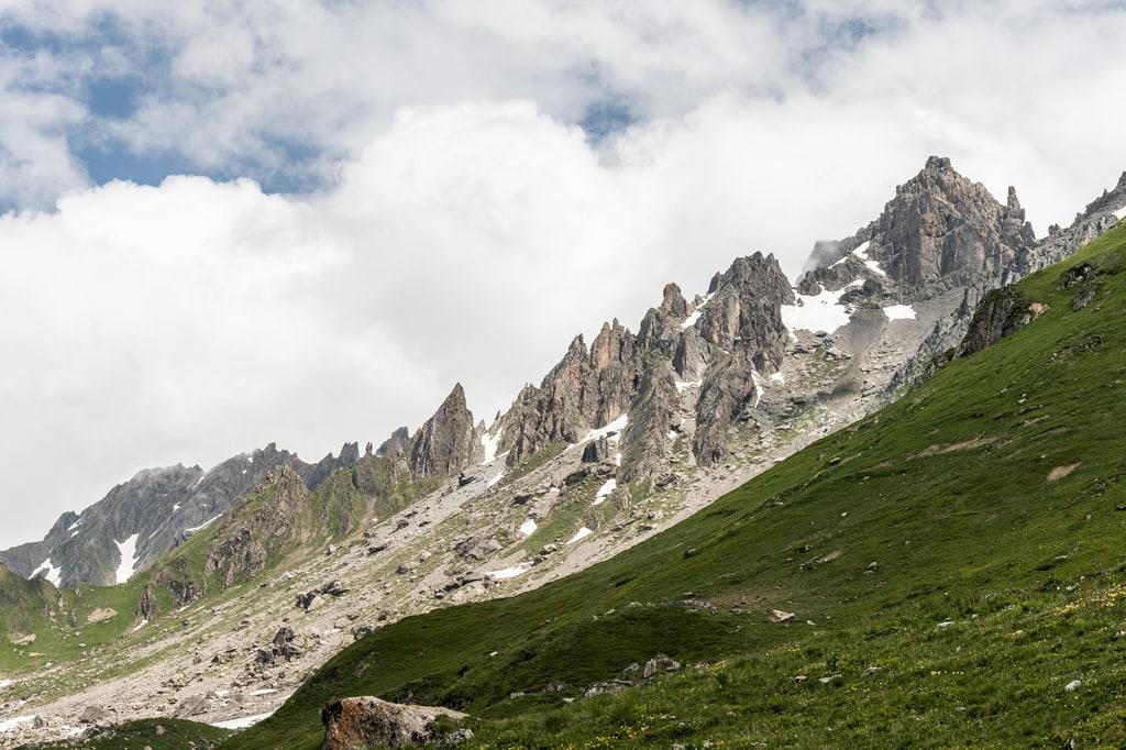 montagnes sommets aiguilles