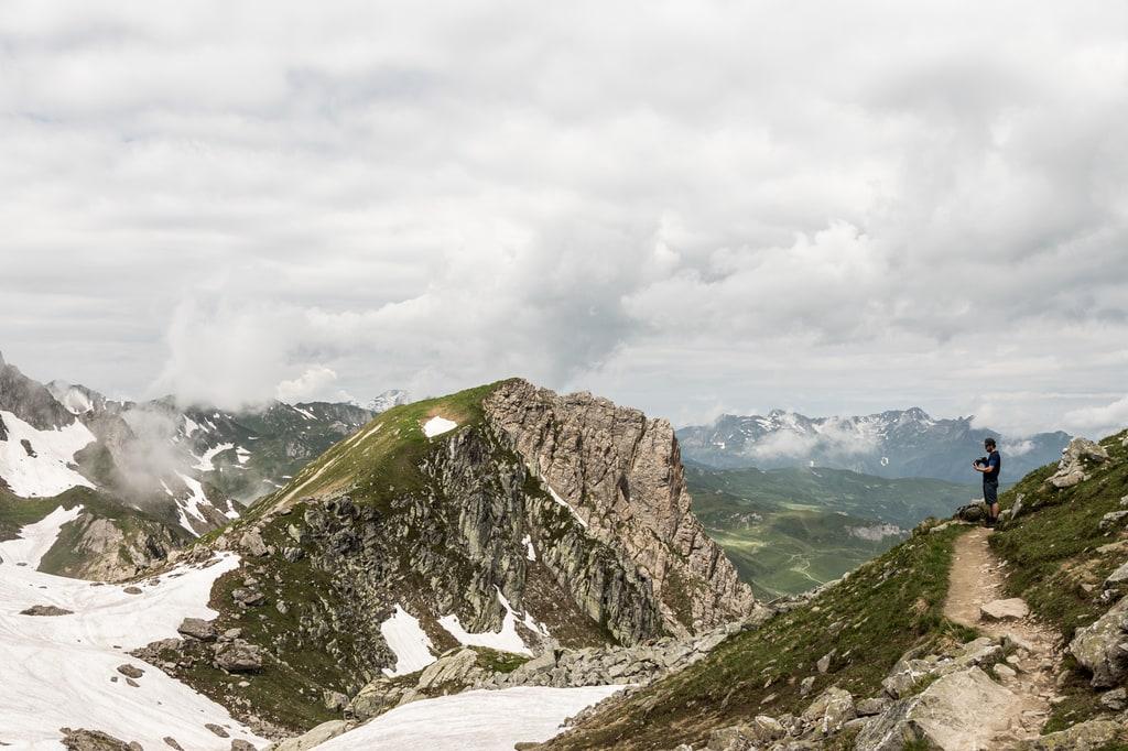panorama montagne randonneur