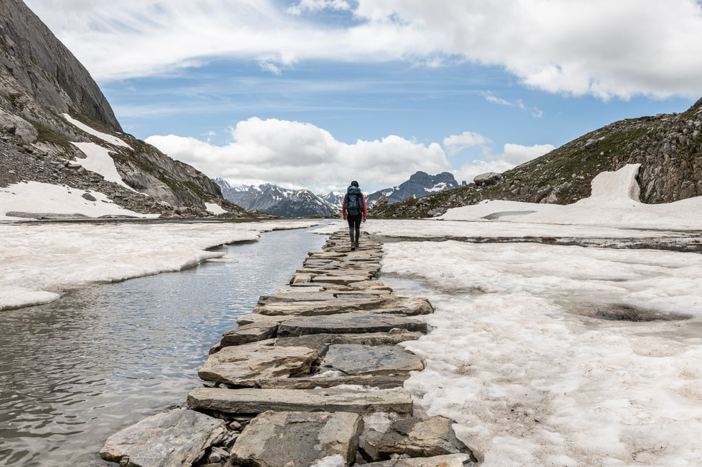 lac chemin en pierre