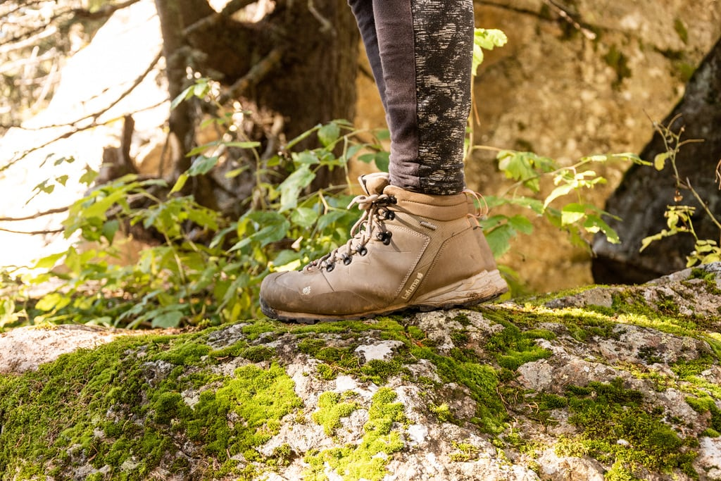 detail chaussures randonnée
