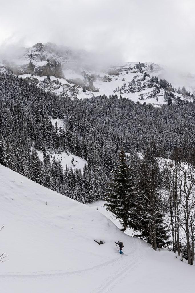 randonneur dans neige