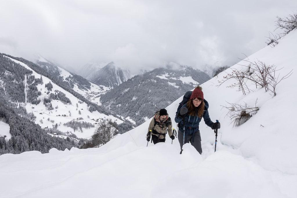 randonneurs dans neige