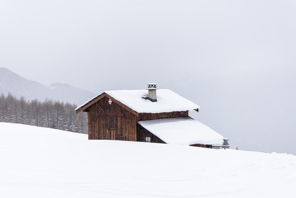 chalet en bois neige