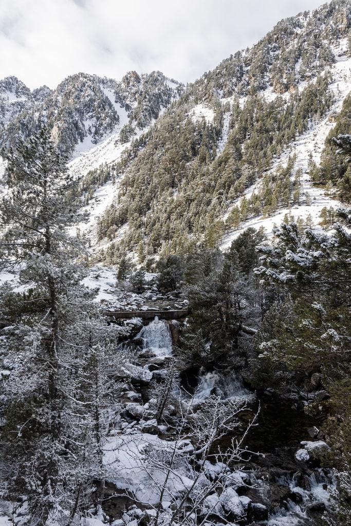 pont montagne enneigée