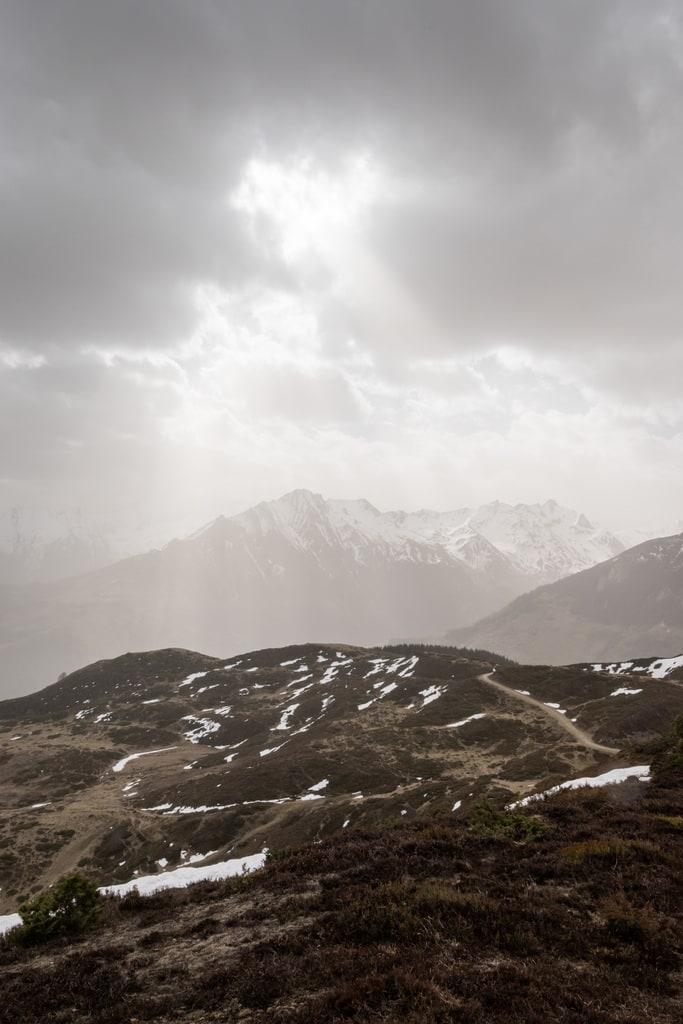 lumière sur montagnes
