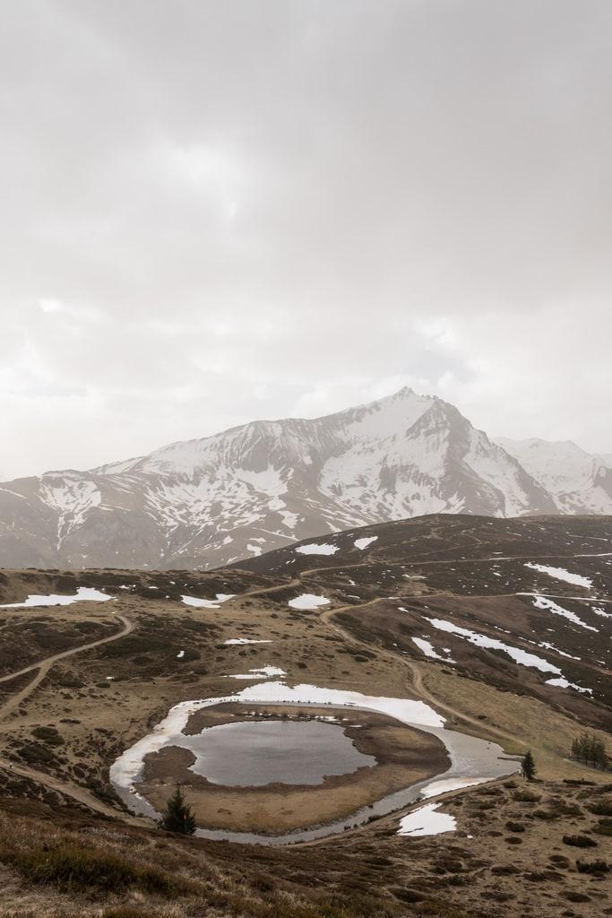 lac et paysage de montagne