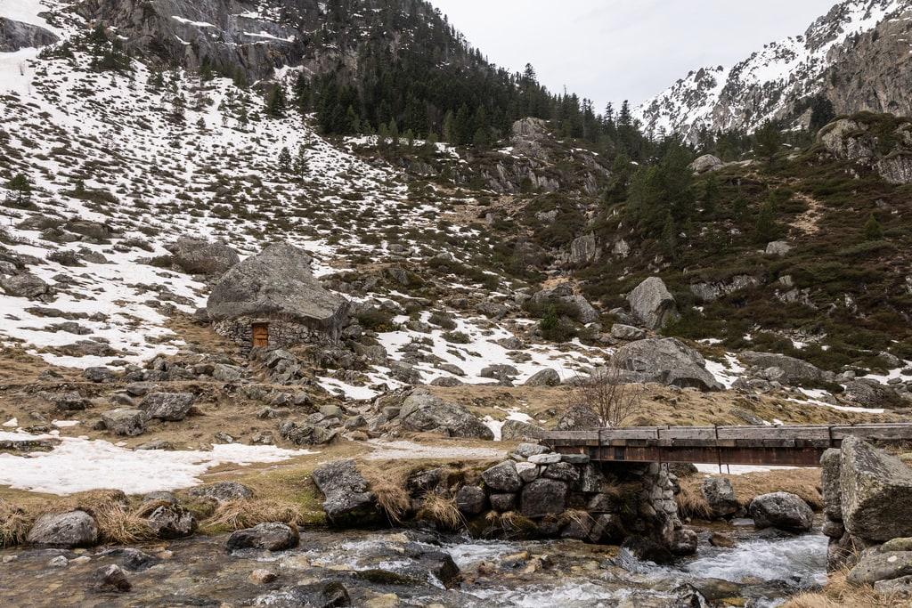 pont et refuge de montagne