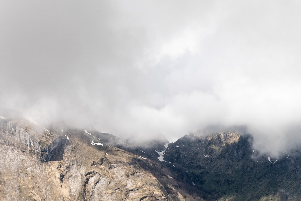 sommets dans la brume