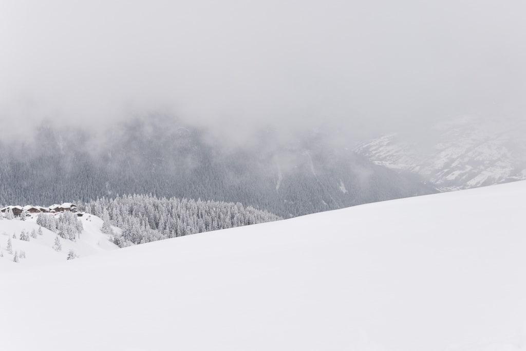 paysage montagne dans la brume