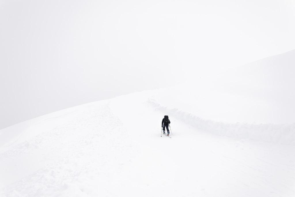 ski de rando dans la brume