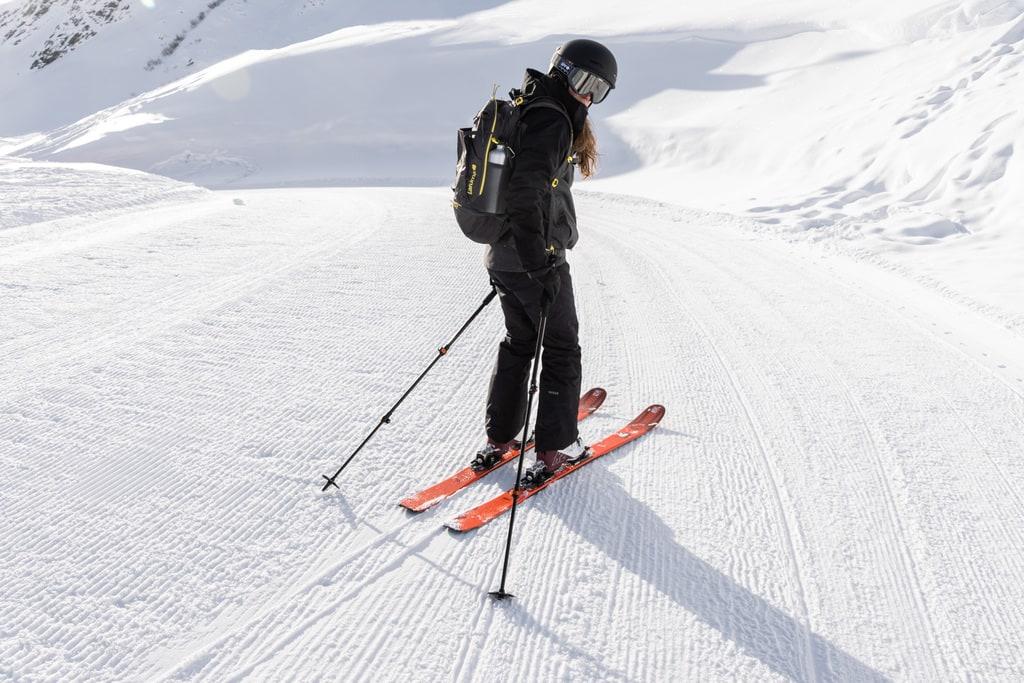 skieuse sur piste