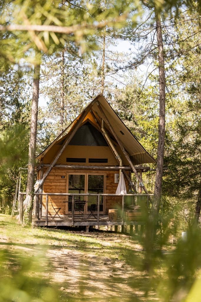 cabane en bois forêt