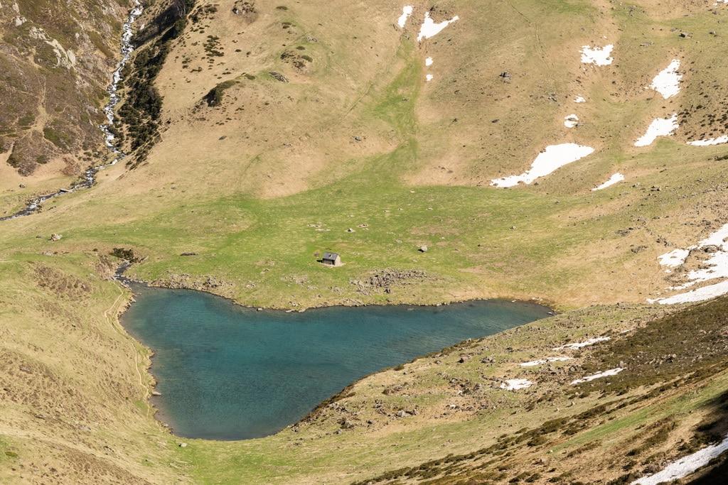 detail lac de montagne