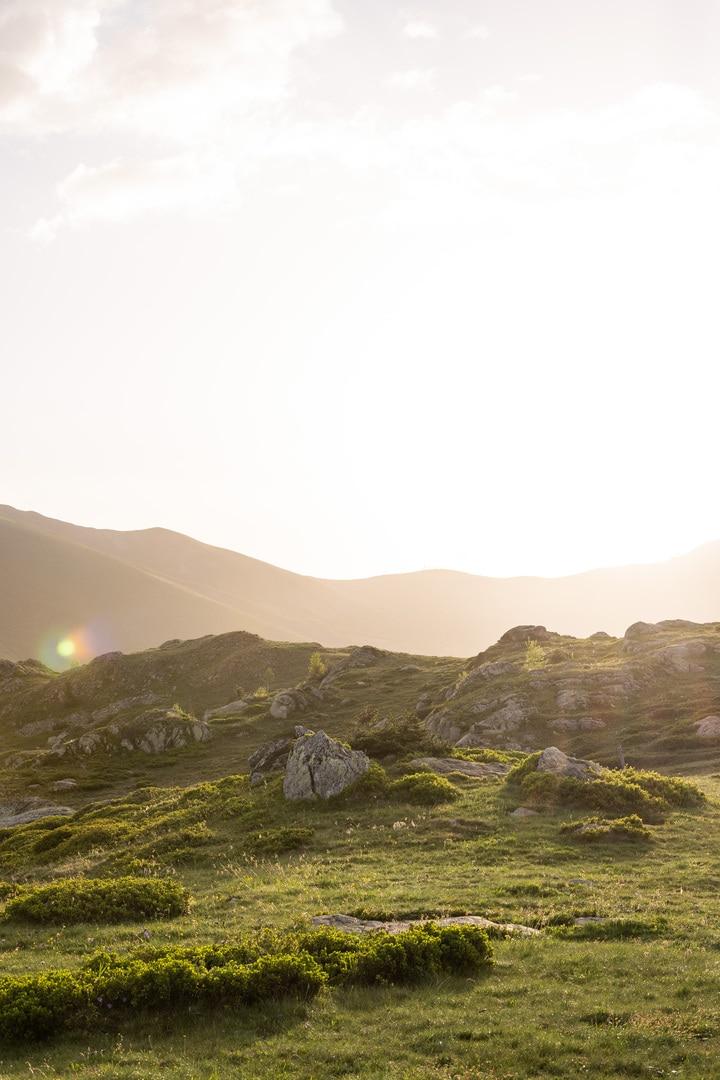 lumière dorée sur montagne