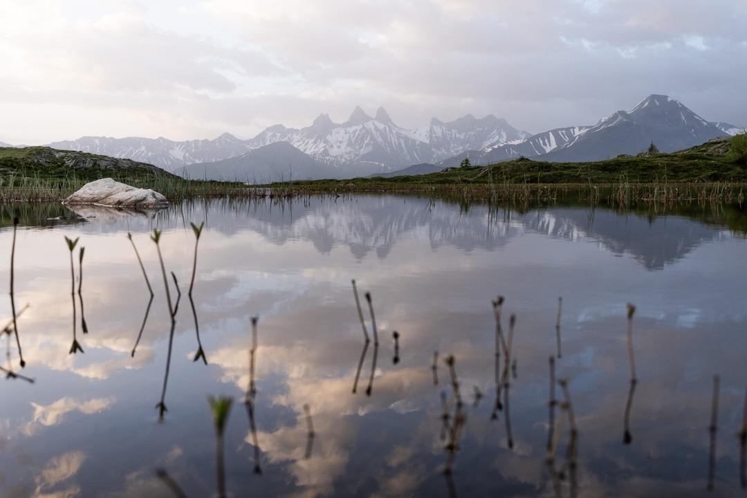 reflet aiguilles d'arves dans lac