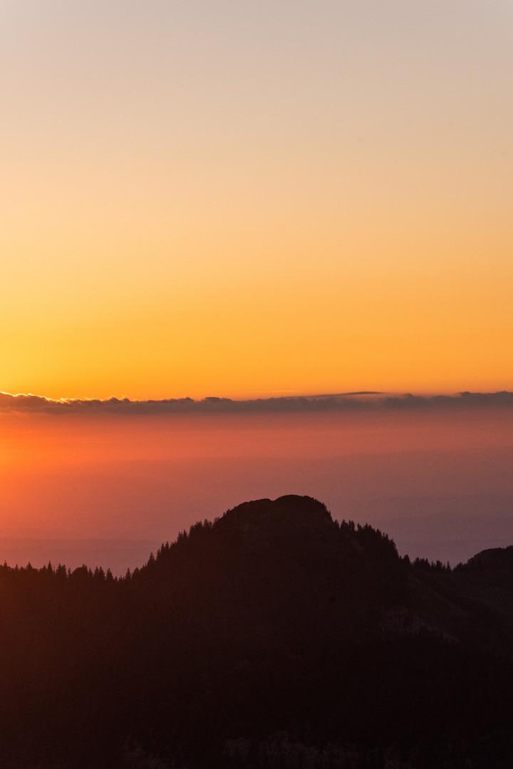 coucher de soleil rosée sur montagne
