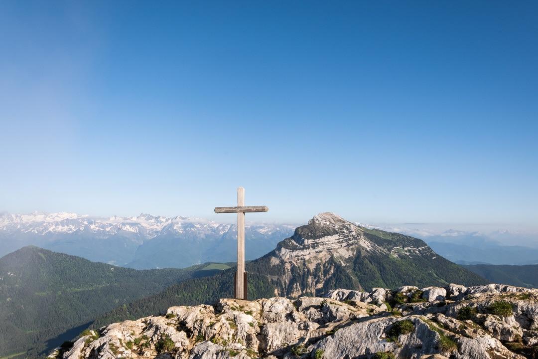 croix du charmant som