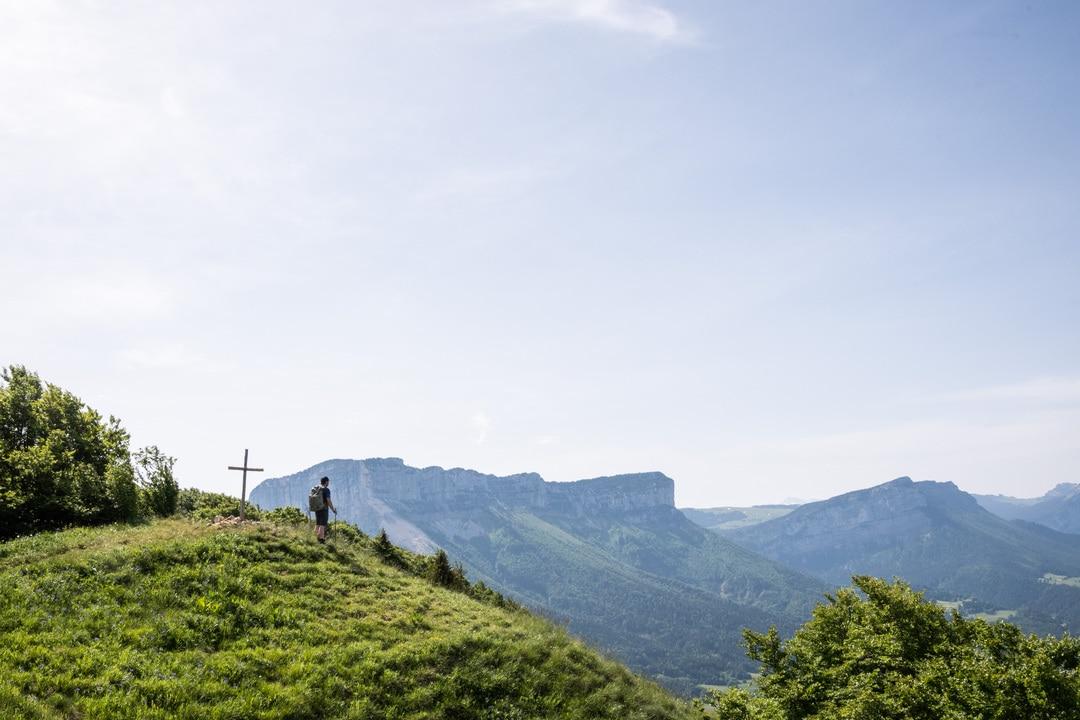 randonneur sur le mont joigny