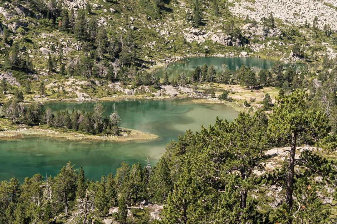 lacs turquoises de montagne