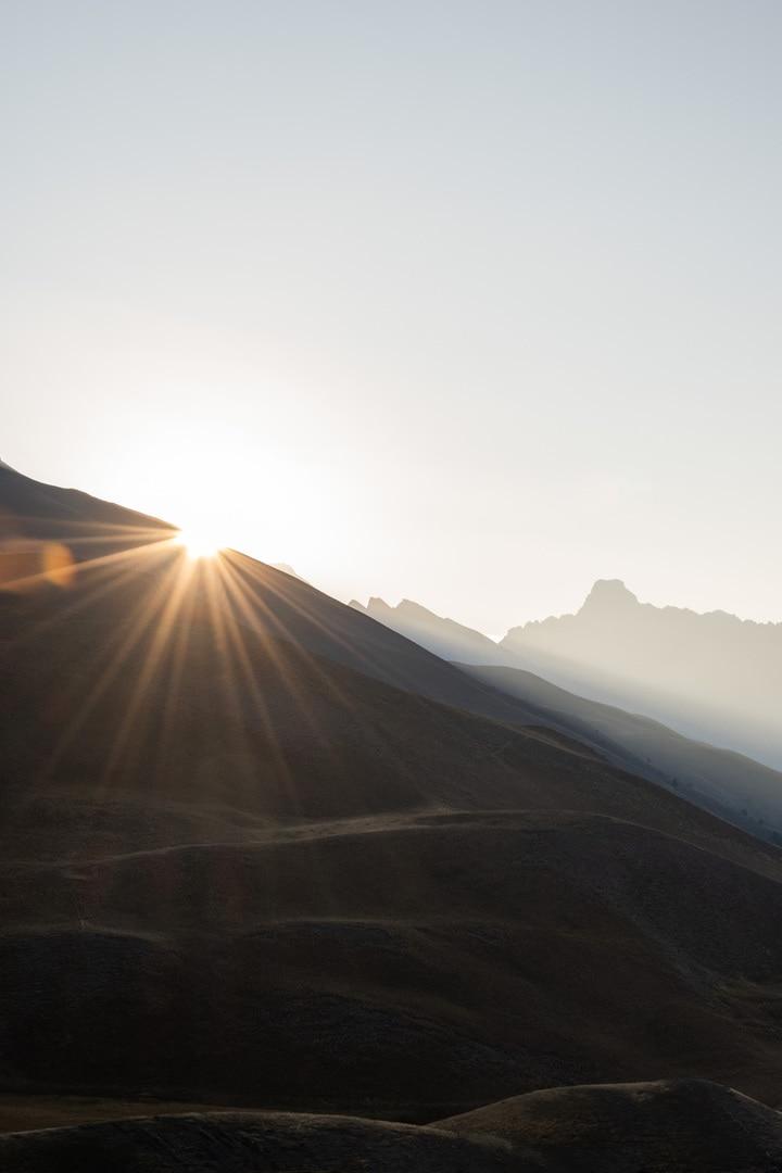 rayon de soleil sur montagne