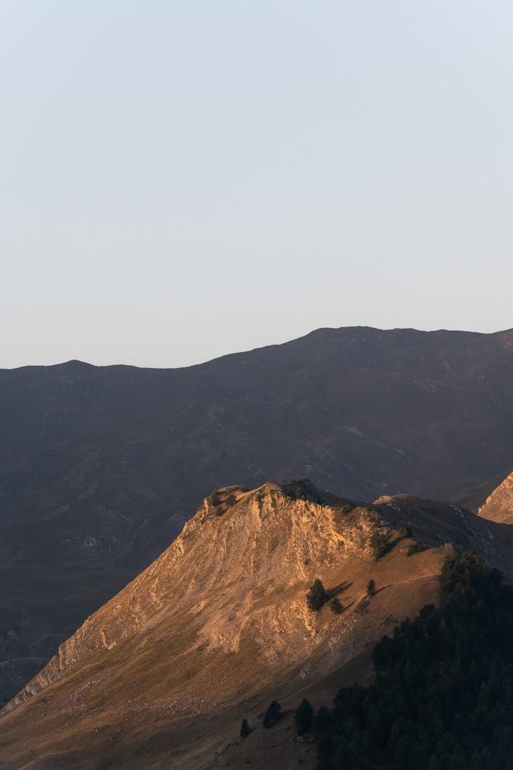 sommet dorée par le sunrise