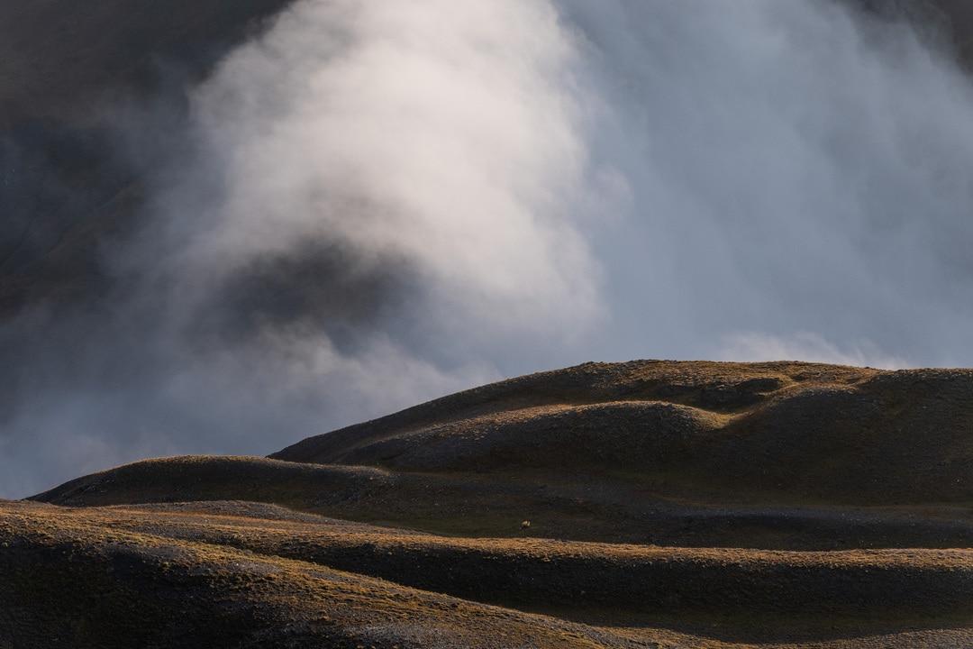 crête et nuages