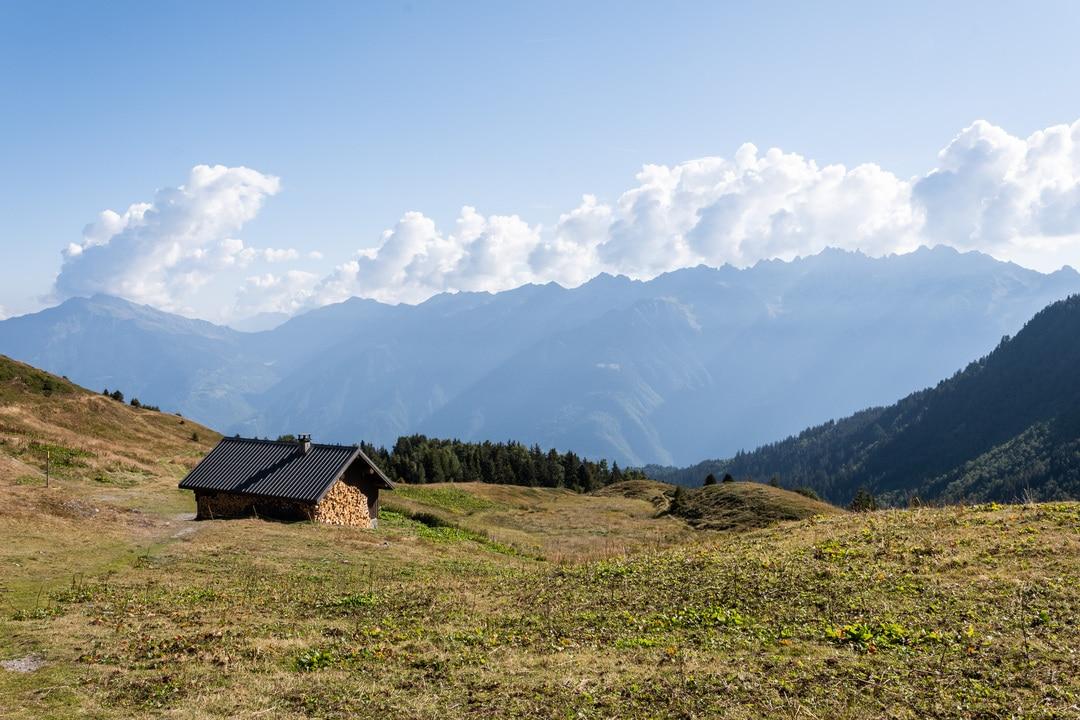 refuge face aux montagnes